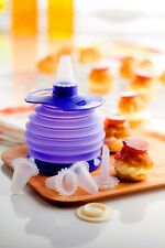 TUPPERWARE Squeeze It Decorator with 5 nozzles