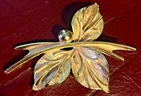 LEAVES & BERRY Brooch Pin Gold Tone Christmas 50's Vintage ESTATE JEWELRY Deco