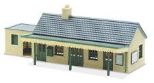 Peco LK-13 Country Estación Edificio Pre-coloured Kit de Plástico Calibre 00