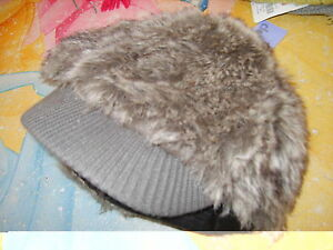 adult womens NWT Claires gray knit & fur cap hat winter chic fashion fall winter