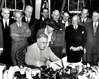 FRANKLIN D. ROOSEVELT SIGNS THE G.I. BILL IN 1944 - 8X10 PHOTO (ZY-278)