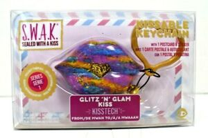 """WowWee - S.W.A.K Sealed With a Kiss - Kissable Keychain """"Glitz 'N' Glam Kiss"""""""