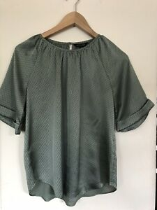 Banana Republic Women Short Sleeve Green Black Pattern Satin Top Blouse Size XS