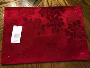 NWT Set of 4 North Pole Red Damask Poinsettia Place Mats  Each 13 x 19 Reversibl
