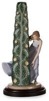 Lladro Surprising nature 8140 Porcelain Figurine