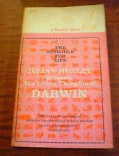 THE LIVING THOUGHTS OF DARWIN PAPERBACK BOOK FIRST PRINT PREMIER 1959