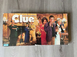 """1996 """"CLUE"""" Classic Detective Board Game by Parker Brothers. Complete Game Set"""