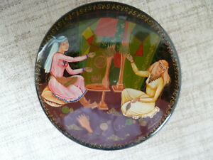 Vintage Russian Lacquered Hand Painted Box Papier-Mache - Signed to Lid