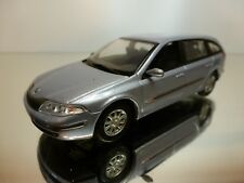 UNIVERSAL HOBBIES RENAULT LAGUNA - CREAM 1:43 - EXCELLENT - 12
