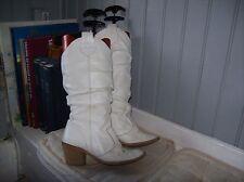 bottes plein cuir blanc  .t 36 .(21/T/GO).