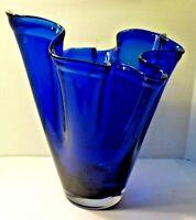 """Vtg 7 ½"""" Tall COBALT BLUE Art Glass HANDKERCHIEF Ruffle Fluted VASE POLAND"""