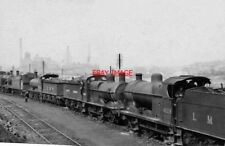 PHOTO  LINE OF RESTING GOODS ENGINES AT CANKLOW ROTHERHAM LOCO DEPOT 1949