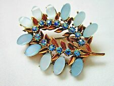 brooch with blue lucite & diamante Pretty 1950s vintage jewellery gold tone