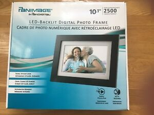 New in Box Panimage PanDigital 10.1 inch digital photo frame 512 MB 2500 Images