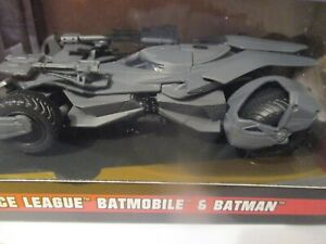 JADA METALS BATMOBILE 1/32 with figure NEW BOXED JUSTICE LEAGUE