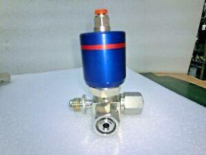 GAZ FlowLink Valve 3way 2Female 1Male Fitting,Used,US^95608