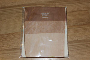 Bas nylon fully fashioned couture stockings vintage chair T1