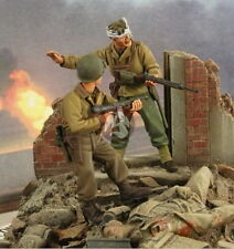 Verlinden 1/35 VP 2690 2 US Soldiers in Street Fight, of Which 1 Wounded