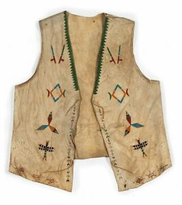 1920s NATIVE AMERICAN SIOUX INDIAN BEAD DECORATED MENS HIDE VEST PICTORIAL