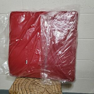 """Deluxe Sunbrella Square Cushion with ties 20½"""" x 20½"""" x 2½"""" - Jockey Red"""