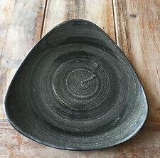 Churchill Stonecast PATINA Iron Black Triangle Plate Teller 22,9 cm Porzellan