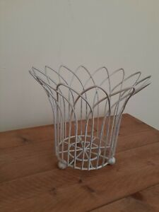Metal Wire Plant Stand Planter Holder Shabby Chic White with Round Feet