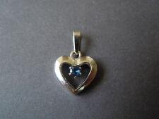 Kleiner Herz Anhänger aus 835 Silber mit kleinem facettierten Saphir 1,5 g