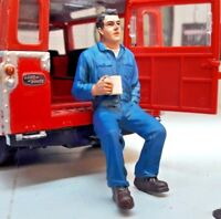 G LGB 1:24 Scale Workman Sat Drinking Tea Coffee Figure Garage Workshop Diorama