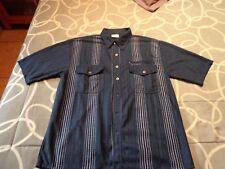 Camisa azul con rayas blancas. Talla L. Usada. Mira mis otros artículos.