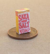 Ancienne petite 1,12 sel Table SAXA boîte maison poupées cuisine miniature accessoire AD