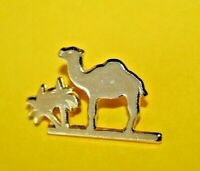Pins Pin's lapel pin Tabac DROMEDARY CAMEL DROMADAIRE CHAMEAU Signé SAUVAGINE ..