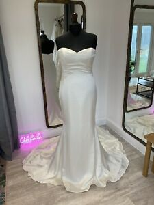 Enzoani Kacey Sample Wedding Dress (dress Only), Size UK18
