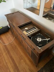 1960'S Vintage Magnavox Astro-Sonic Stereo AM/FM Record Player Console