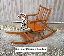 M20150901 - Siège à bascule ancien en bois pour enfant - Très bon état