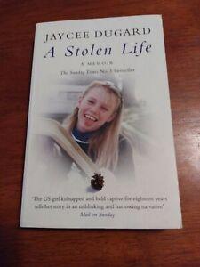 A STOLEN LIFE Jaycee Lee Dugard  A Memoir - Child Abduction Illustrated 2011
