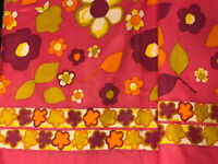 """Vintage 1 Sm Red Plastic Daisy 1 1//8/"""" Flower Tie Back Push Pin Curtain Tack"""