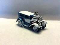 THE ORIGINAL MUSCLE MACHINES 28 FORD MODEL A  -- 1928   1/64 DIECAST