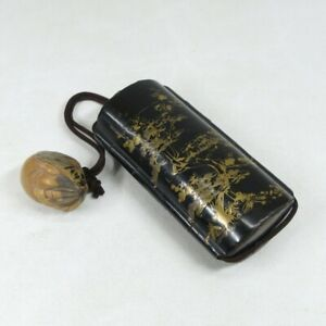 D1745: Real Japanese old lacquer ware pillbox INRO with MAKIE and signed NETSUKE