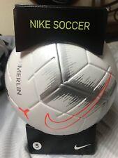 ea65e17600a36 Nike Merlin 2018 19 edición limitada blanco plateado balón oficial pelota  de fút.