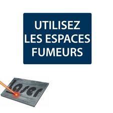 """Plaque gravée autocollante 20x15 cm """"Utilisez les espaces fumeurs"""" fond bleu"""