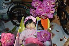 poupee neuve corolle asiatique mini calin yang avec ruban cheveux