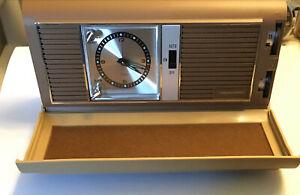 Realistic Wind Up Travel Alarm Clock Radio Model 12-604 Perfect Condition