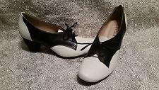 CHELSEA CREW SUSAN OFF WHITE / BLACK LACE PUMP SIZE 40 WOMENS SHOES