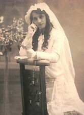 END 1800´s GIRL w/A PARTICULAR 1st COMMUNION DRESS NICE CABINET CARDBOARD PHOTO