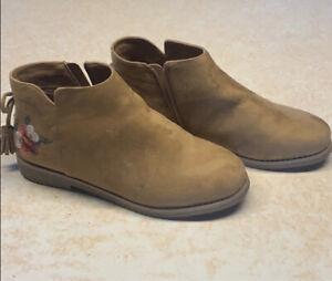 Comfortview Women's 9 Wide Tan Sienna Ankle Bootie Boots NWOT