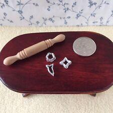 1:12 SCALA in legno Rolling Pin & 3 metallo Formine per Biscotti Cucina/Pasticceria/Pasticcini