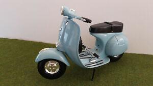 scooter  VESPA SPORTIQUE bleu clair 1/6 métal XONEX moto miniature de collection
