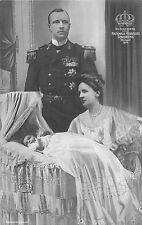 POSTCARD   ROYALTY    NETHERLANDS  Wilhelmina &  Heinrich  with  Juliana  1909