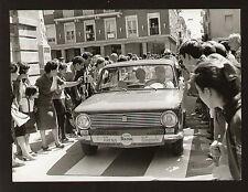 FOTO ORIGINALE CANTAGIRO 1968 KIM ARENA ELIO GANDOLFI SU FIAT 124 BERLINA