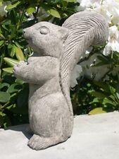 Eichhörnchen Nr. 1 frostfester Steinguss patiniert